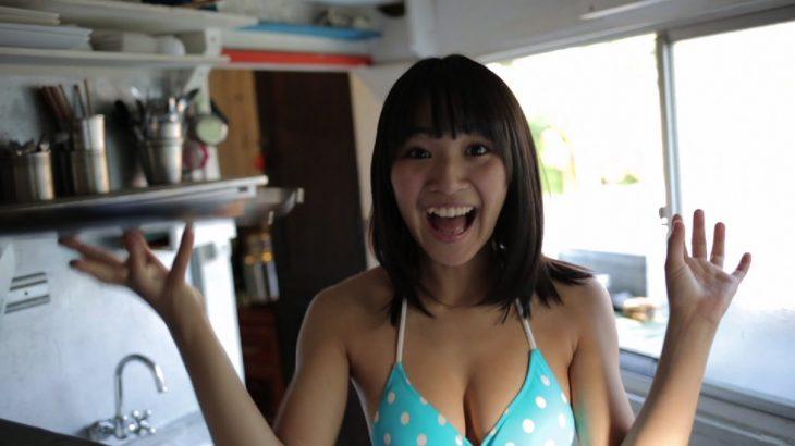 浅川梨奈、10代のフレッシュすぎるボディ!