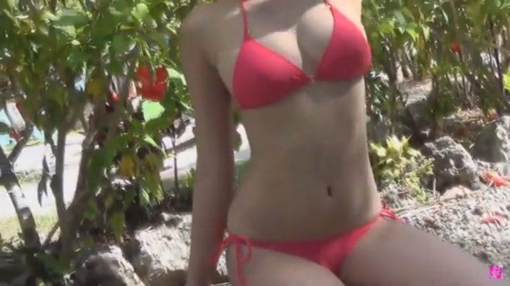 弾けるビキニ姿がまぶしい常夏ガール♡ 久松郁実オフショット&コメントムービー!